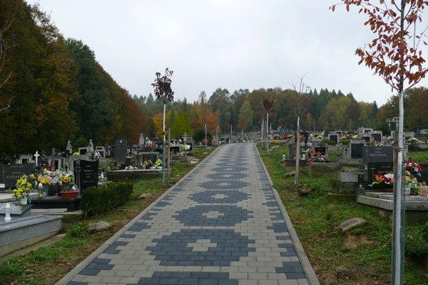Cintorín v Hriňovej po úprave.