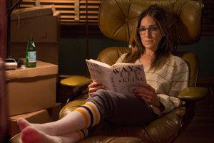 Vyťahaný sveter, legíny a na nose okuliare na čítanie – nový imidž Sarah Jessicy Parker v seriáli Rozvod (2016)