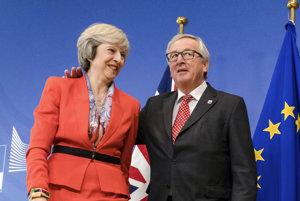 Britská premiérka Theresa Mayová a predseda Európskej komisie Jean-Claude Juncker.