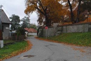 Z Jarkovej ulice pribudla na ceste značka Zákaz vjazdu.