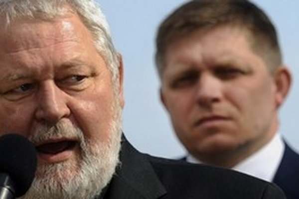Aj predseda Klubu 500 Vladimír Soták z Železiarní Podbrezová získal po nástupe Smeru opäť právo na špeciálnu značku na auto.