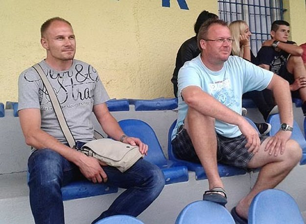 """""""Nech sa rozhodne na ihrisku,"""" zaželal si tréner Alekšiniec Milan Pavlovič (vľavo)."""