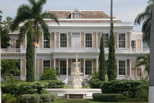 Devon House v typickej jamajskej architektúre.