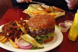Nielen nadmerné množstvo, ale aj nevhodné zloženie stravy vedie k obezite.