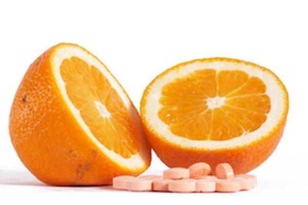 Aj niektoré potraviny, napríklad citrusy, môžu podnietiť vznik bolestivých vriedkov v ústach.