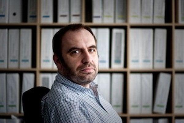 Ivan Štefunko (1977)je šéf a zakladateľ spoločnosti Neulogy, ktorá pomáha realizovať vedecké a výskumné projekty. Pomáha aj startupom v začiatkoch podnikania. Narodil sa v Poprade. V mladosti žil v Alžírsku, kde pracovali jeho rodičia. Vyštudoval Fakultu