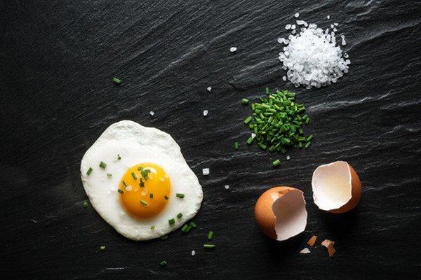 Všetky časti jedla, ktorého súčasťou sú vajcia, sa musia prehriať aspoň na 70 stupňov Celzia.