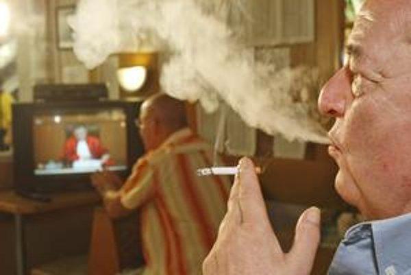Ak človek prestane fajčiť, riziko infarktu myokardu po roku klesne na polovicu.