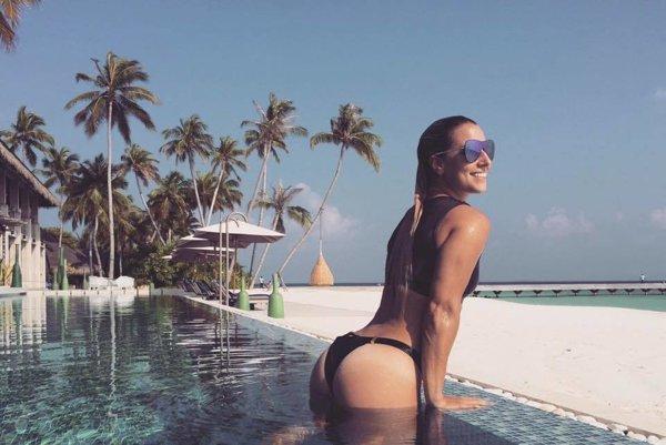 Zaslúžený relax. Po tom, čo sa Dominika Cibulková stala tenisovou majsterkou sveta, ukončila tohtoročnú sezónu naozaj rozprávkovým relaxom. So svojím manželom Michalom odcestovala na Maldivy, kde si konečne môže dovoliť ničím nerušený relax a vychutnávať si len more, slnko a pláž.