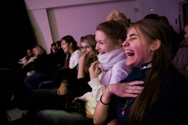 Stage chce mladých ľudí zoznámiť so zaujímavými ľuďmi a ich myšlienkami príťažlivou a zábavnou formou.