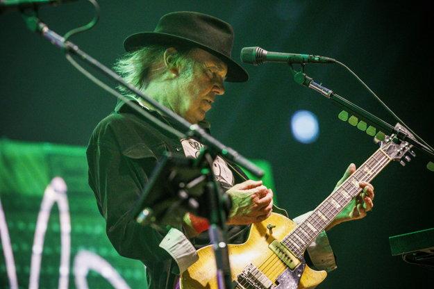 Neil Young, špecialista na pesničky proti prezidentom.