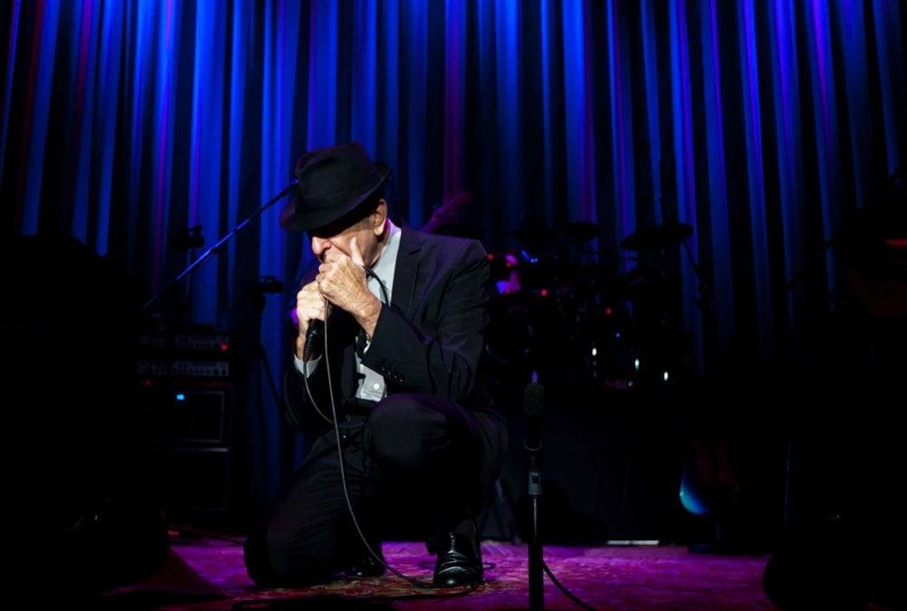 Spevák Leonard Cohen počas svojho vystúpenia v Bratislave v roku 2010. FOTO ARCHÍV SME - VLADIMÍR ŠIMÍČEK