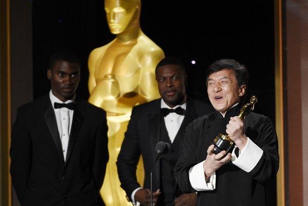 Jackie Chan si prevzal ocenenie - čestného Oscara.