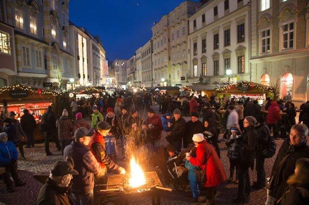 V Christkindl v meste Steyr v Hornom Rakúsku sa správne naladíte na Vianoce