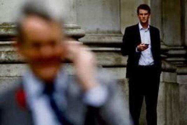 Štát tvrdí, že menej odpočúva, s kým ste volali, však nemusí zisťovať s pomocou súdov.