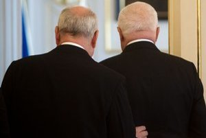 Náš prezident je vľavo, český vpravo.