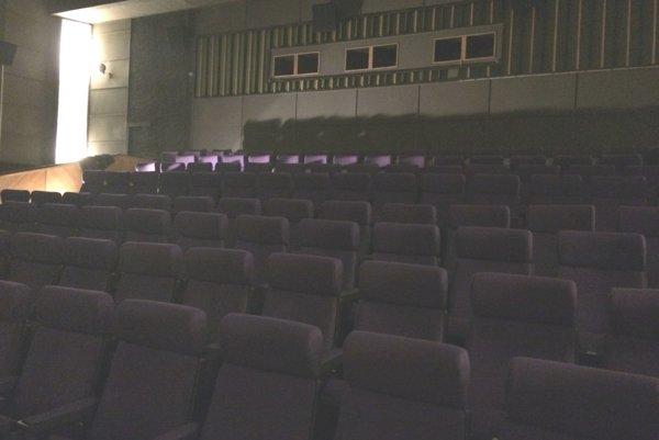 V kine Moskva nainštalovali nové sedačky.