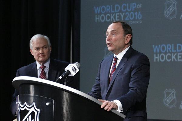 Komisár NHL Gary Bettman (vpravo) a výkonný riaditeľ Hráčskej asociácie NHL (NHLPA) Donald Fehr.