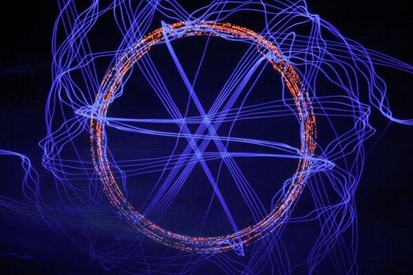Podobne bude vyzerať projekcia spojená s hudbou na vystúpení nemeckého umelca Roberta Henkeho.