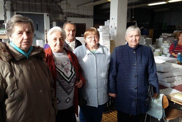 Seniori z Kysuckého Nového Mesta si prezreli výrobu sklenených ozdôb.