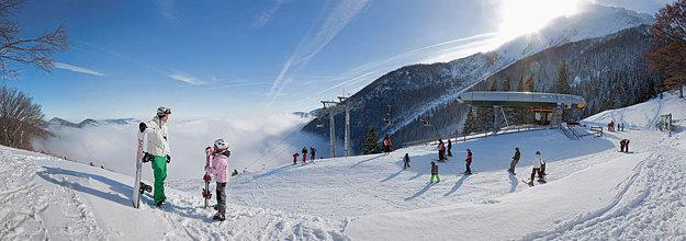 V dolnorakúskej dedinke Puchberg am Schneeberg si lyžovačku užijú malí aj veľkí.