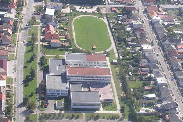 Najpravdepodobnejšou lokalitou pre výstavbu je Základná škola na Záhoráckej ulici.