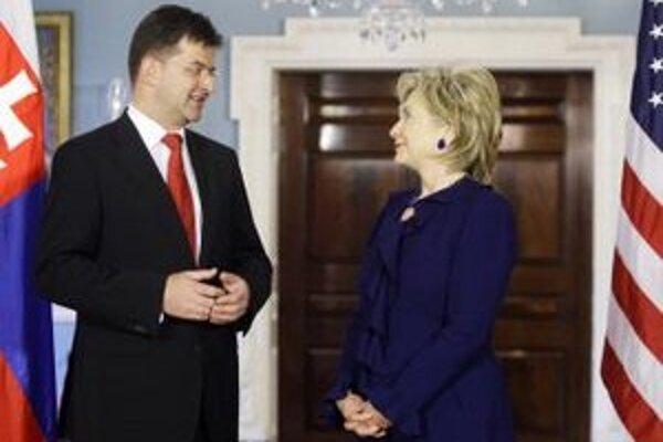 Americká ministerka zahraničných vecí Hillary Clintonová a šéf slovenskej diplomacie Miroslav Lajčák v roku 2009.