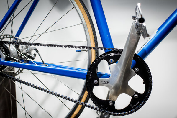 Bicykle Favorit poháňa remeň miesto klasickej reťaze.
