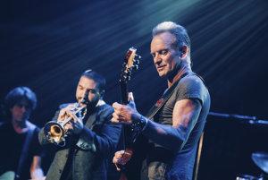 Už sa zdalo, že parížsky klub Bataclan zostane zavretý. Na výročie teroristických útokov ho však svojím koncertom zobudil spevák Sting.