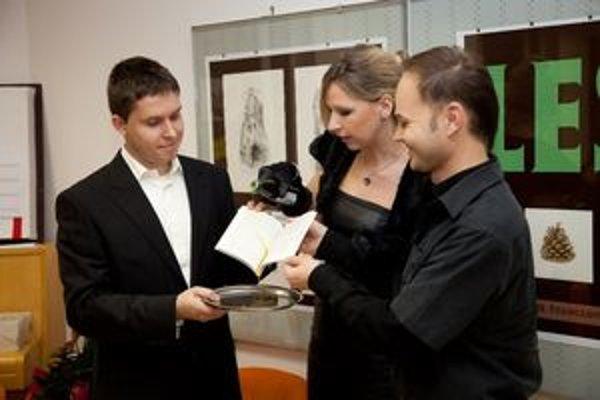 Mladému Prievidžanovi (vľavo) vyšla prvá kniha s poviedkami.