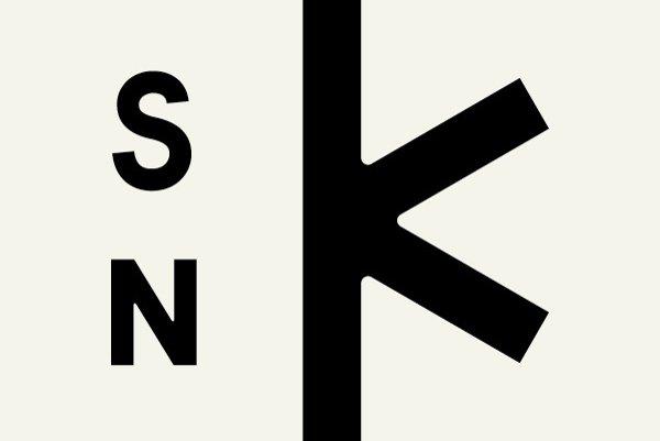 Súčasné logo SNK.