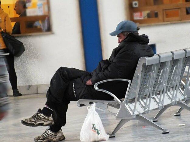 Napriek novému zákonu sú bezdomovci naďalej súčasťou interiéru.