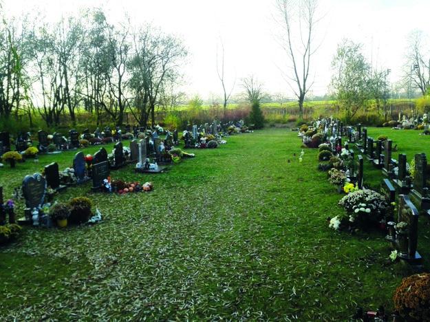 Kauza sa týka trávnika vNovom cintoríne.