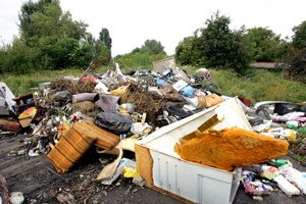 Kopy odpadu nemá kto odpratať.