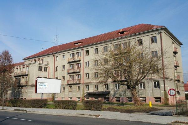 Bývalý Domov mládeže na Školskej ulici by mesto chcelo zrekonštruovať pre účely vytvorenia zariadenia pre seniorov.