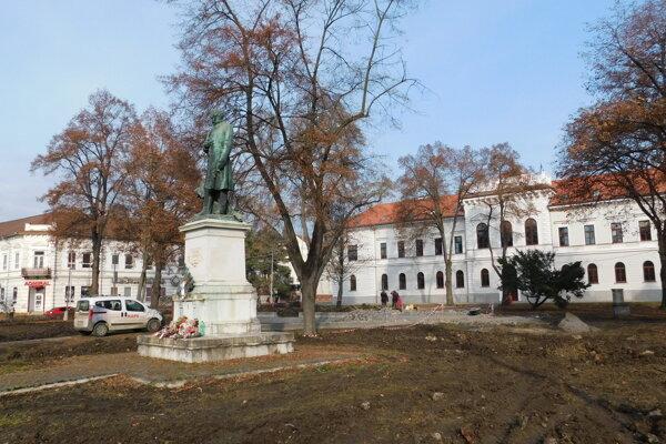 Námestie Mihálya Tompu obnovujú.
