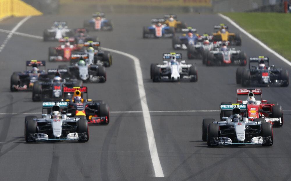 Na maďarskom okruhu Hungaroring vyštartoval Nico Rosberg pred tímovým kolegom Lewisom Hamiltonom.