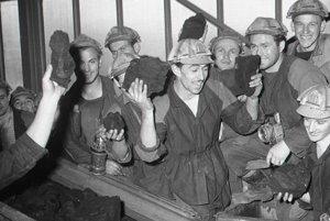 Modrokamenskí baníci majú radosť z otvorenia nového banského závod a z prvého uhlia vychádzajúceho z novej bane.