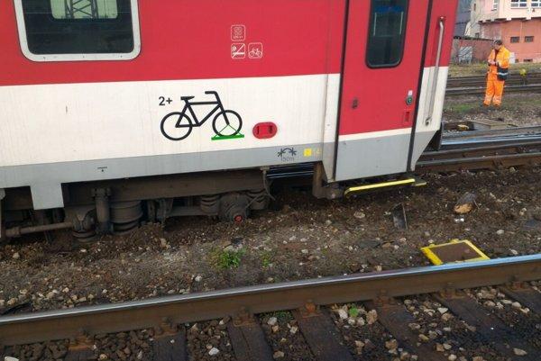 Miesto vykoľajenia vlaku.