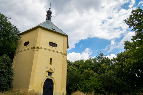 Kaplnka sv. Márie Magdalény medzi Borským Mikulášom a Bílkovými Humencami.