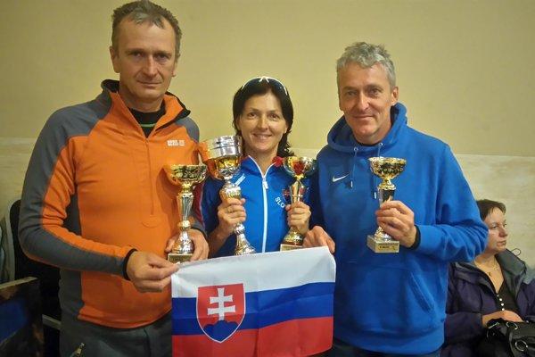 Slovenskí medailisti. Zľava: Jozef Šoltés, Zuzana Šucová, Peter Hritz.