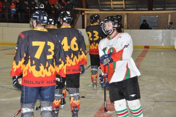 Oravská Lesná (v bielych dresoch) a Draci Dolný Kubín tvorili v minulej sezóne finálovú dvojicu.