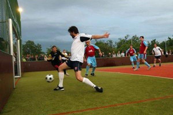 Najviac z dvoch percent má Nadácia SPP. Za prvej vlády Smeru s ním financovala futbalové ihriská.