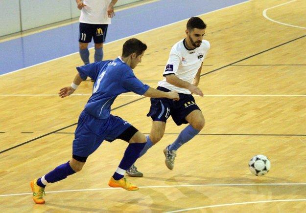 Turnaj ponúka jedinečnú konfrontáciu súperov z rôznych futbalových úrovní. Snímka je z minuloročného duelu tímu FC Nitra s Výberom ObFZ (tvorili ho hráči z 5. až 7. ligy).