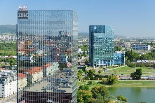 Administratívne budovy pri Kuchajde premenovali na Polus Towers.