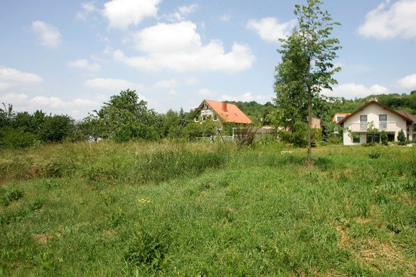 Podľa novely bude právoplatné rozhodnutie o trvalom odňatí pôdy z pôdneho fondu podkladom pred vydanie stavebného povolenia.