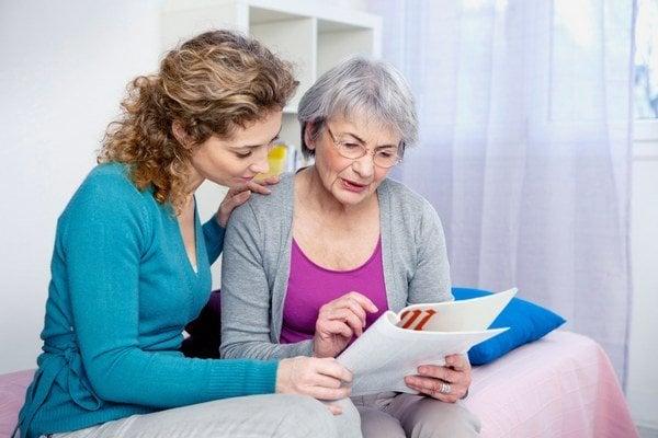 Na darovanie nehnuteľnosti potrebujete vypracovanú darovaciu zmluvu s overenými podpismi darcu.