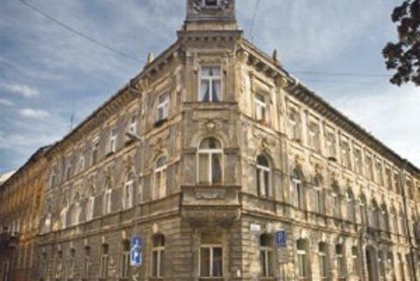 Budova je pri Prezidentskom paláci.