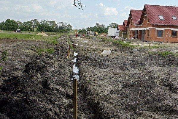 Výraznejšie sa majú meniť sadzby dane napríklad za stavebné pozemky.
