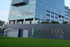Rozdiel v cenových očakávaniach predávajúcich a kupujúcich pri komerčných nehnuteľnostiach sa zmenšuje, keďže potenciálni kupujúci sú momentálne ochotní investovať viac zdrojov než predtým. Na snímke kancelárska budova Lakeside Park, ktorá tiež vlani zmen